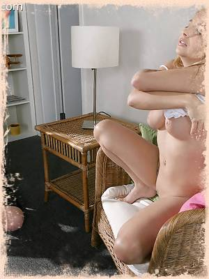 Sandy Summers masturbates for camera girl Alex Venice