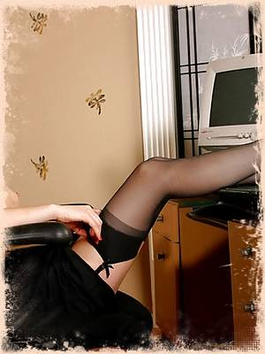 Leggy Jamie gets horny at the office