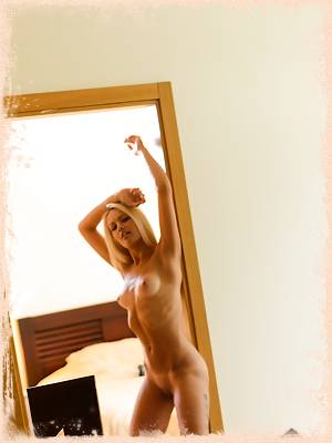 Evelyn posing in a doorway nude