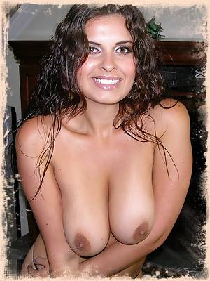 Extremely Hot And Big Breasted Amateur Babe Modeling Nude